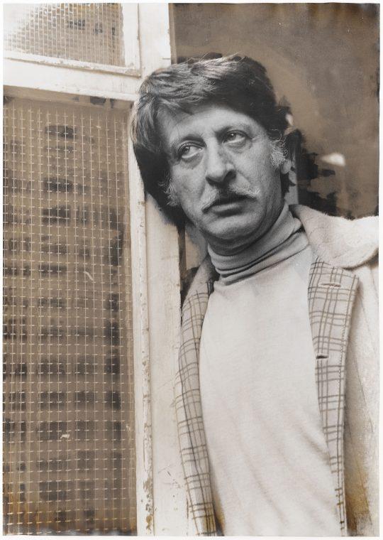 Silvergelatine Print, sulfur toning on Agfa P90 <br>Taken: Berlin 1969, toned Frankfurt am Main 1983 \nVintage, Unikat, 60 x 45cm