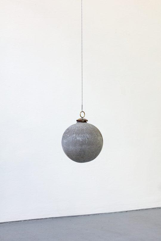 Concrete, metal <br>16 cm x 15 cm \n