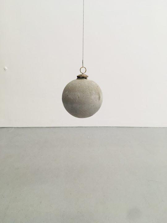 Concrete, metal\r<br>16 cm x 15 cm \r\n\r\nPhoto: Gilla Loercher, courtesy the artist