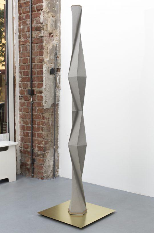 paper, wood \r<br>180 x  Ø16cm (on brass plate) \r\n\r\nPhoto: Pablo Ocqueteau, courtesy Galerie Gilla Loercher
