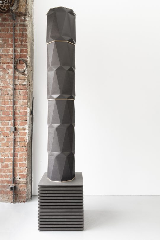 Paper, wood <br>H 200 cm. Ø 34 cm\n\nPhoto: CHROMA, courtesy Galerie Gilla Loercher and the artist