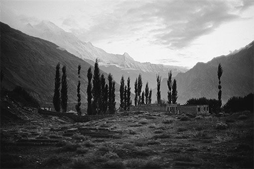 (Rakaposhi, Heiliger Berg der Hunzas)\r<br>Pigmentprint on Hahnemühle \r\nFoto RAG\r\n(Edition 3+EA)\r\n76x51 cm\r\n\r\nPhoto: Ute Schendel