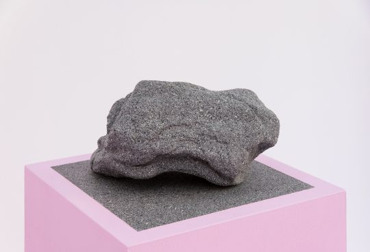Concrete, wood, paint\r<br>Dimensions variable\r\n\r\nPhoto: André Kirchner, courtesy Galerie Gilla Loercher and the artist