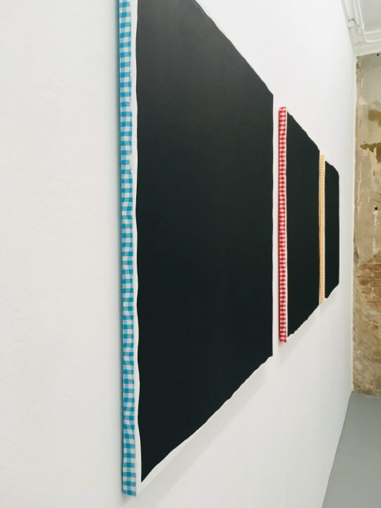 Acrylic on canvas sur tissu, 80 x 80 cm \r<br>NC 1522 \r\nA (jaune) - B (rouge) - C (bleu) \r\n\r\nCourtesy Galerie Jean Brolly, Paris \r\nPhoto: Gilla Loercher