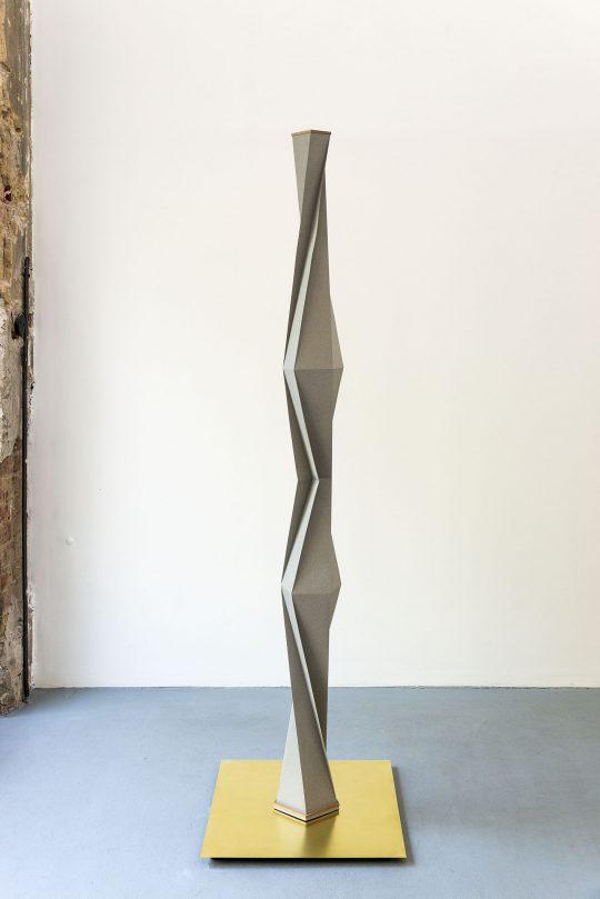 Paper, wood, \r<br>180 x  Ø 16cm (on brass plate) \r\nPhoto: Ute Schendel, courtesy Galerie Gilla Loercher