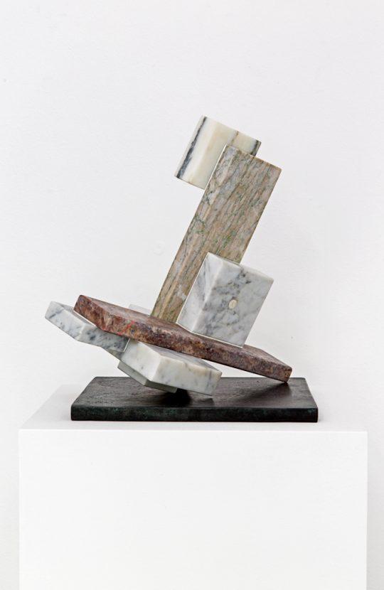Marble and bronze, wooden pedestal \r<br>135 x 35 x 35 cm \r\n\r\nPhoto: Cordia Schlegelmilch, courtesy Galerie Gilla Loercher