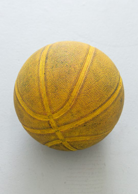 Oil on basketball<br>\nPhoto: Pablo Ocqueteau, courtesy Galerie Gilla Loercher\n