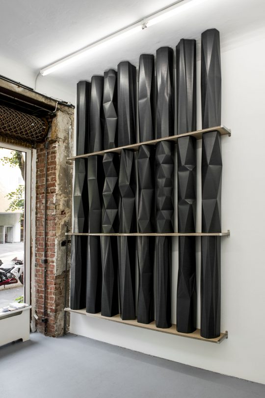 Installation \r<br>24 Unique objects in a shelf with 3 compartments\r\nPressboard, metal\r\nInstallation: 313 x 211 x 24 cm\r\nSingle object: 100 x 20 x 20 cm \r\n\r\nPhoto: Ute Schendel, courtesy Galerie Gilla Loercher