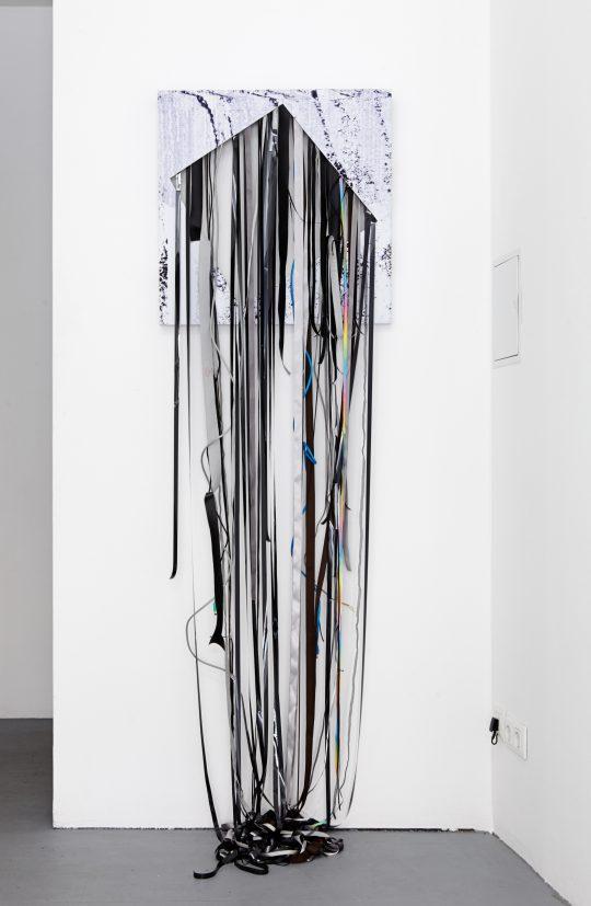 Mixed Media\r<br>Unique \r\n195 x 60,5 x 32 cm \r\n\r\nPhoto: Cordia Schlegelmilch, courtesy Galerie Gilla Loercher