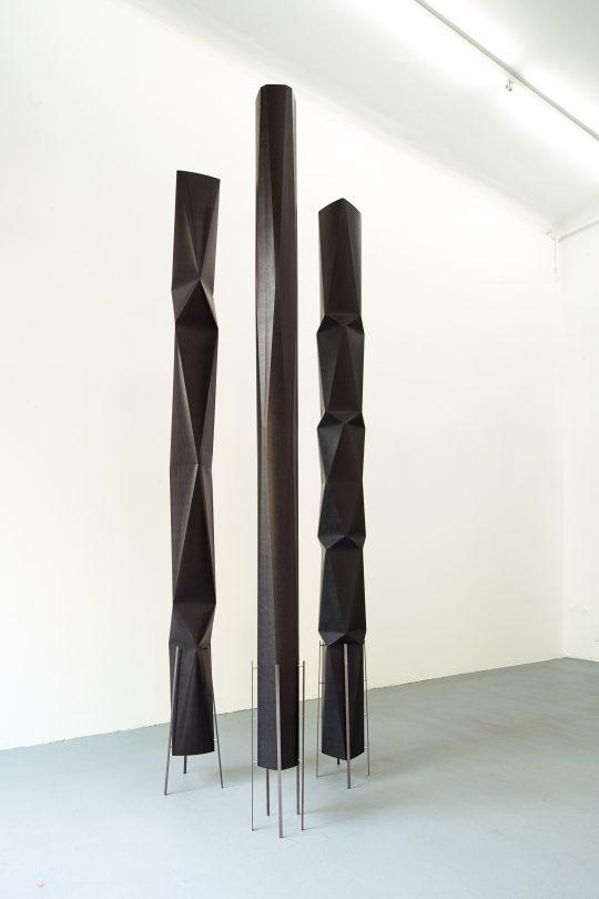 Paper, metal\r<br>210 x 20 x 20 cm \r\n\r\nPhoto: Cordia Schlegelmilch, courtesy Galerie Gilla Loercher