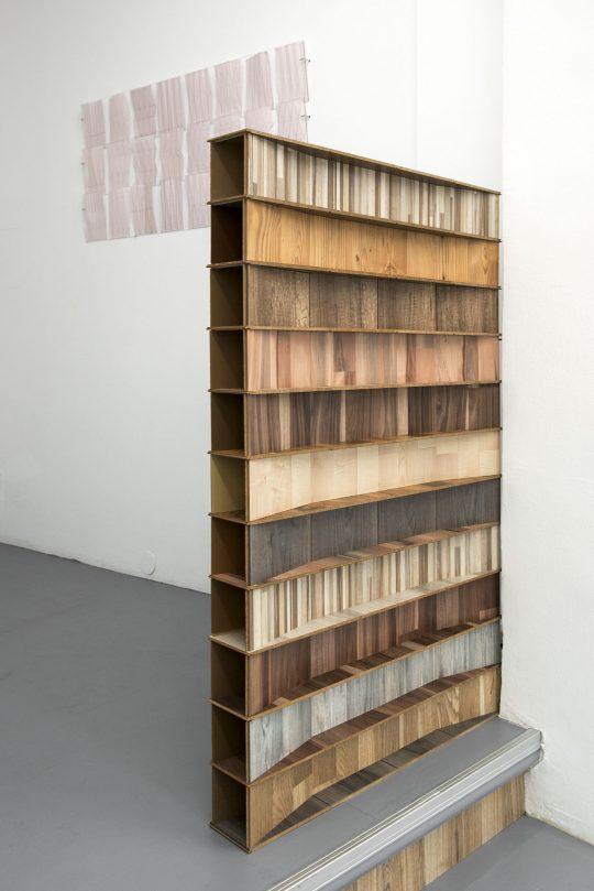 Object\r<br>Laminate (different sorts) \r\n130 x 78,3 x 11 cm \r\n\r\nPhoto: Ute Schendel, courtesy Galerie Gilla Loercher