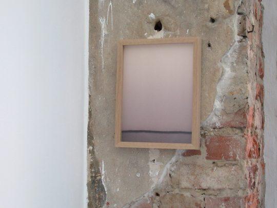 Red wine and blotting paper <br>23,5 x 29,5 cm \nPhoto: Gilla Loercher