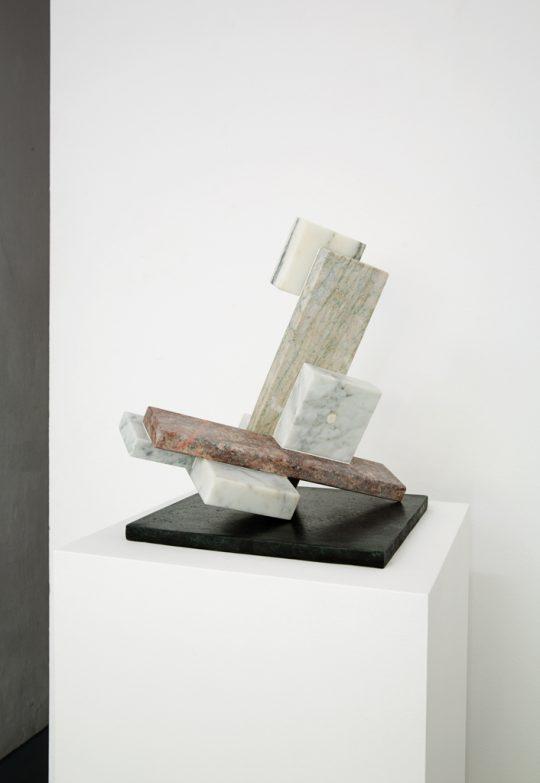 Marble and bronze, wooden pedestal \r<br>135 x 35 x 35 cm \r\n\r\nPhoto: Cordia Schlegelmilch, courtesy Galerie Gilla Loercher and the artist