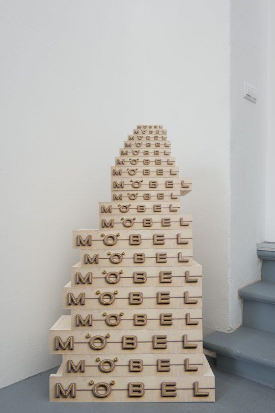 Card paper, paper \r<br>108 x 64 x 23 cm \r\n\r\nPhoto: Dieter Düvelmeyer, courtesy Galerie Gilla Loercher