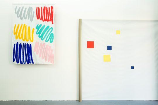 Left: Eva Taulois, right: Claude Rutault \r<br>\r\nPhoto: Cordia Schlegelmilch, Courtesy Galerie Gilla Loercher