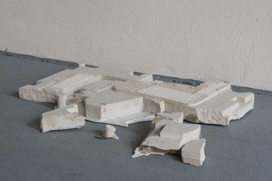 Object. Plaster \r<br>48 x 43 x 5,5 cm \r\n\r\nPhoto: Manuel Salvat