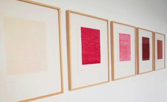 Serie Gloss, \r<br>Lipgloss auf Papier, gerahmt\r\n50 x 40 cm\r\nPhoto: Iris Musolf\t