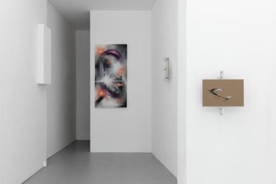Installation view: Views&Muroe 2021 at Galerie Gilla Loercher.\r<br>Photo: CHROMA, courtesy Galerie Gilla Loercher